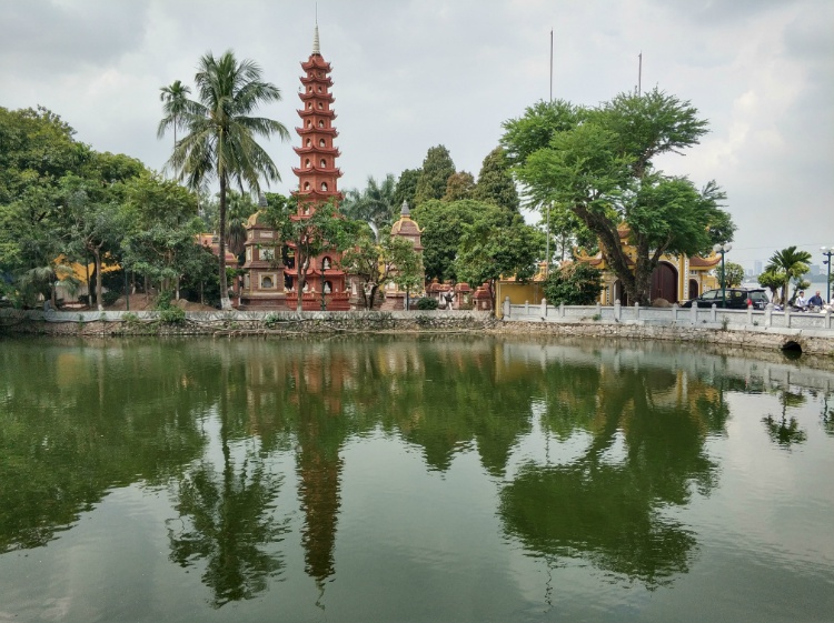 La Pagoda Tran Quoc en West Lake