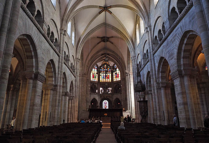 basilea interior catedral