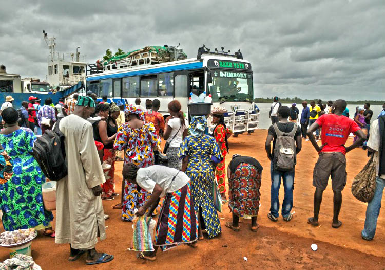 transporte en senegal bus